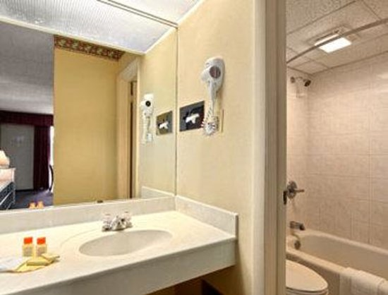 150 Seven Bridges Road: Bathroom