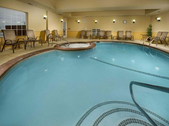 La Quinta Inn &amp; Suites Denton - University Drive: Pool