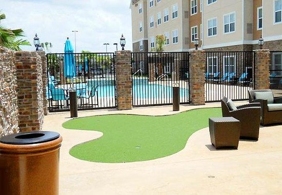 Residence Inn Houston Katy Mills: Putting Green