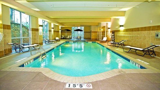 Holiday Inn - Hamilton Place: Indoor Heated Swimming Pool