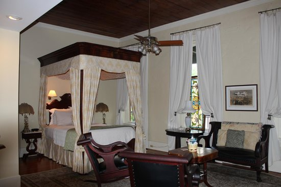 Ant Street Inn: The New Orleans, one of the many huge suites.