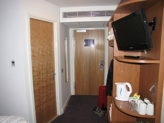 Premier Inn London City - Old Street: Room