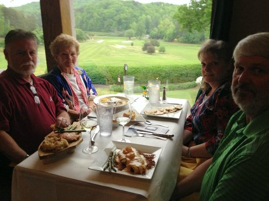 Lake Lure, NC: Delicious family gathering at Luna Del Sol.