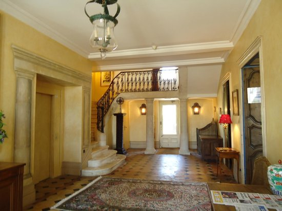 Monestier, France: Main Chateau entrance hall
