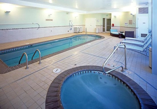 SpringHill Suites Denver Aurora/Fitzsimons : Indoor Pool