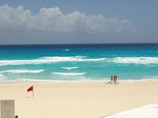 Omni Cancun Hotel &amp; Villas: The beach at Omni.