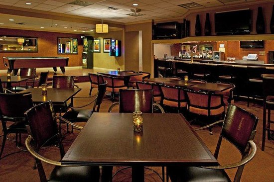 DoubleTree by Hilton Hotel Pittsburgh-Meadow Lands: Maxwell&#39;s Lounge