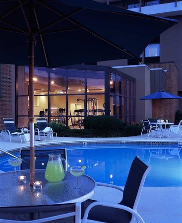 Doubletree by Hilton Hotel Columbia, SC: Pool by Night