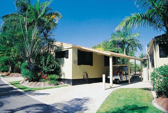 Ashmore Palms Holiday Village: Lorikeet Lodge