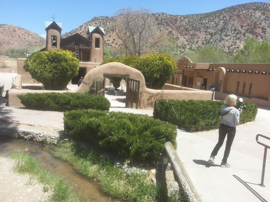 Casa Escondida Bed & Breakfast: historic church in Chimayo