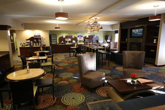 Holiday Inn Express &amp; Suites: Hotel Lobby