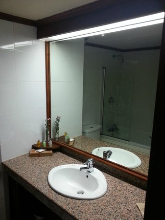 Amaya Hills: Clear Bathroom
