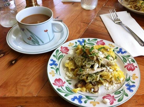 Washougal, WA: Roasted chicken pesto scramble