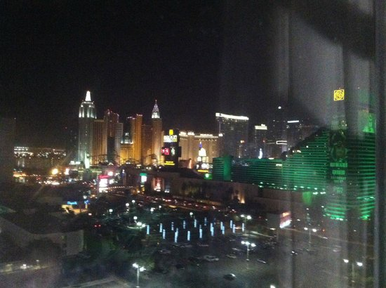 Hooters Casino Hotel: Night View from Room