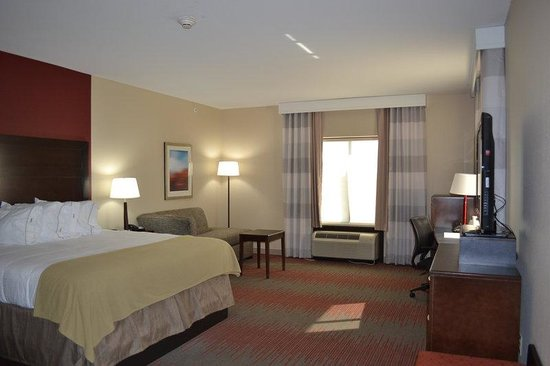 Duncan, OK: King Superior  room with golf course view