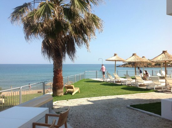 Ammos Hotel: view to beach