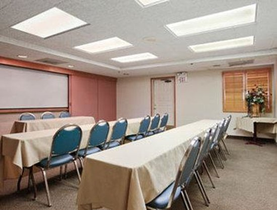 Days Inn and Suites Tempe: Meeting Room