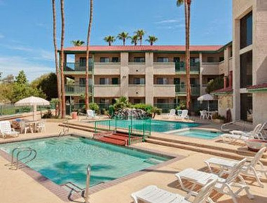 Days Inn and Suites Tempe: Pool