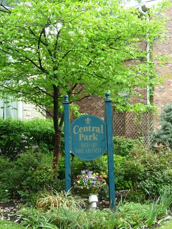 Central Park Bed and Breakfast: Front Sign