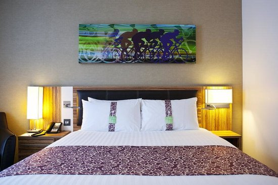 Staybridge Suites London-Stratford City: Queen Bed Guest Room