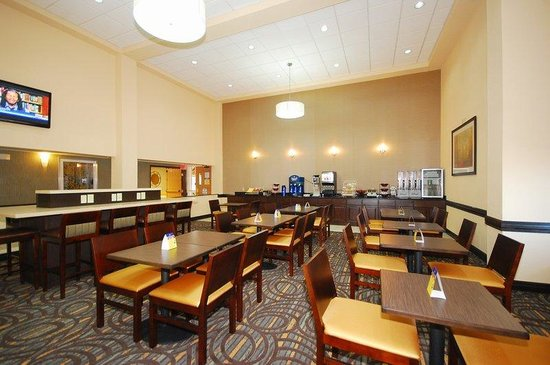 BEST WESTERN PLUS Newark/Christiana Inn: Breakfast Area