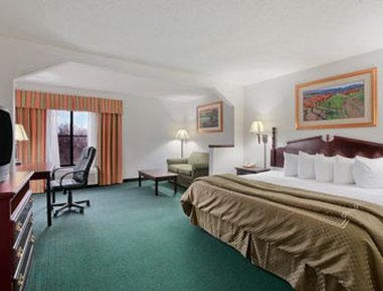Harvey, IL: Standard King Bed Room