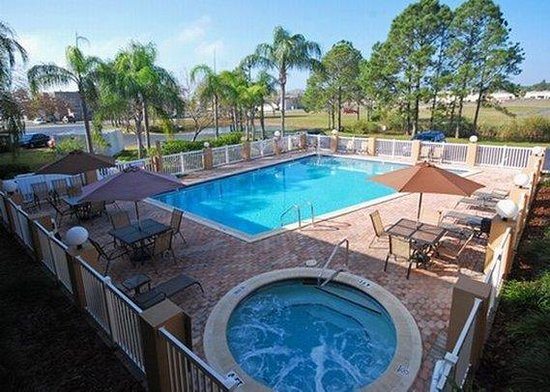 Quality Inn &amp; Suites Clearwater: pool