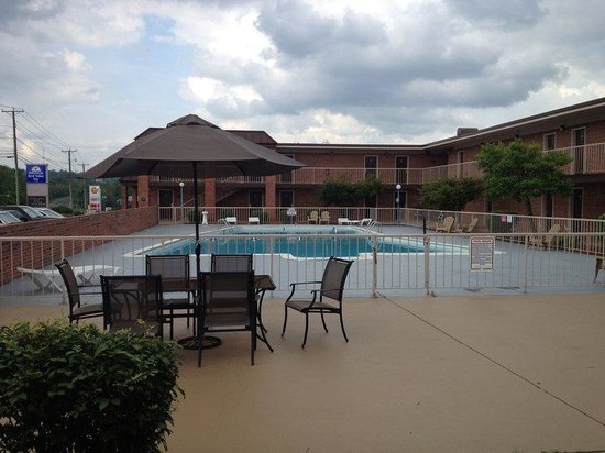 Marion, VA: Pool Area