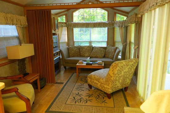 Union, WA: #8 cabin living area
