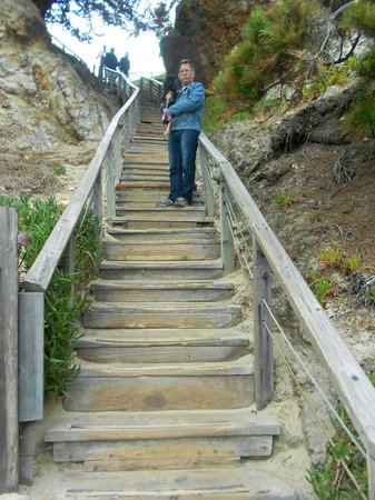 Pismo Lighthouse Suites: Lots of stairs to the beach