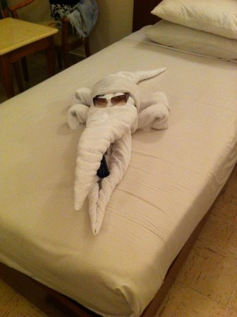 Falcon Hills Hotel: more towel art