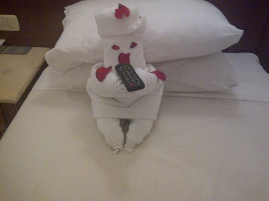 Falcon Hills Hotel: little towel man