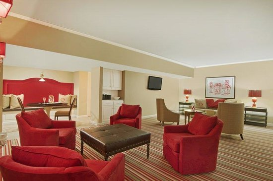 The Chancellor Hotel: Old Main Suite Living Area
