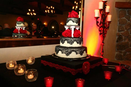 Auburn, : Black Lace Wedding Cake