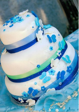 Auburn, Californië: Blue Butterflies Wedding Cake