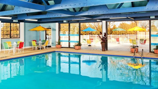 Four Points by Sheraton Kalamazoo: Indoor Pool