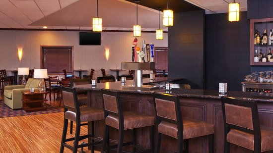Four Points by Sheraton Kalamazoo: Bar