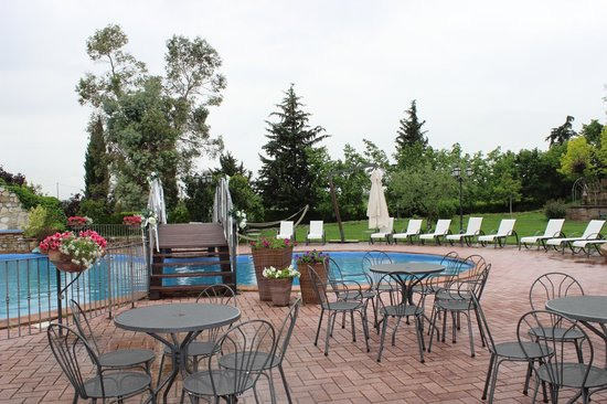 Relais Madonna di Campagna: La piscina