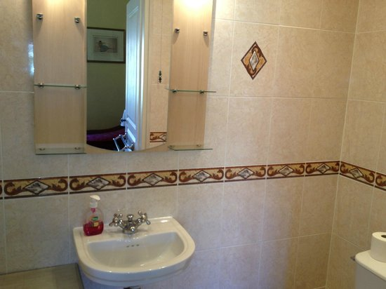 Prades, Frankreich: Casals room shower room