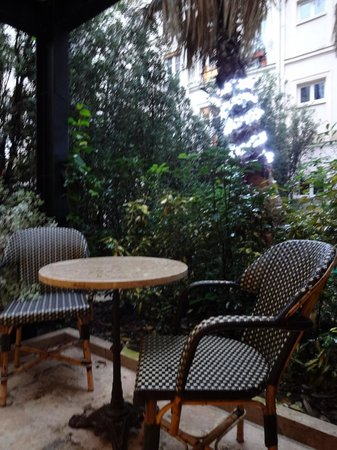 Hotel Beausejour Montmartre: Terrasse privative
