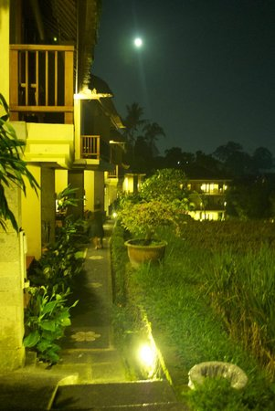 Biyukukung Suites and Spa: walking into our room