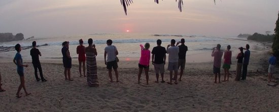 Nosara, Costa Rica: Watching a one of the many beautiful sunsets at dinner