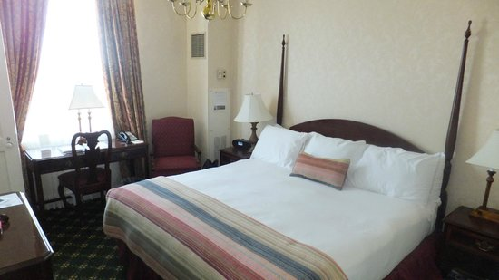 Hawthorne Hotel: King standard room