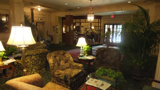 Hawthorne Hotel: The lobby