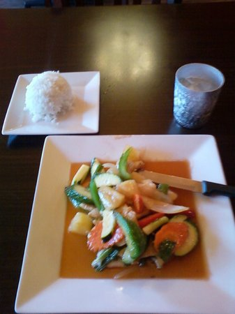Anong 39 s thai cuisine cheyenne restaurant reviews for Anong thai cuisine