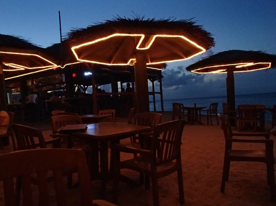 The Reef Resort: nighttime dining