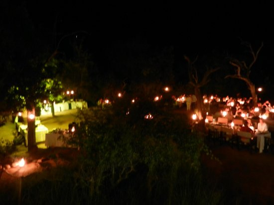 Kapama River Lodge: river bed dinner