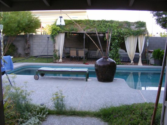 ZenYard Guest House: pool