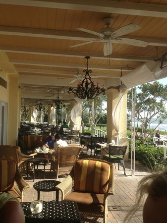 LaPlaya Beach & Golf Resort Naples: outside porch on beach