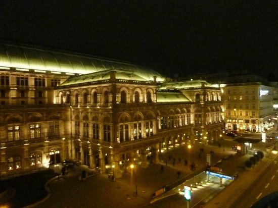 Hotel Bristol Vienna: Opera view from room